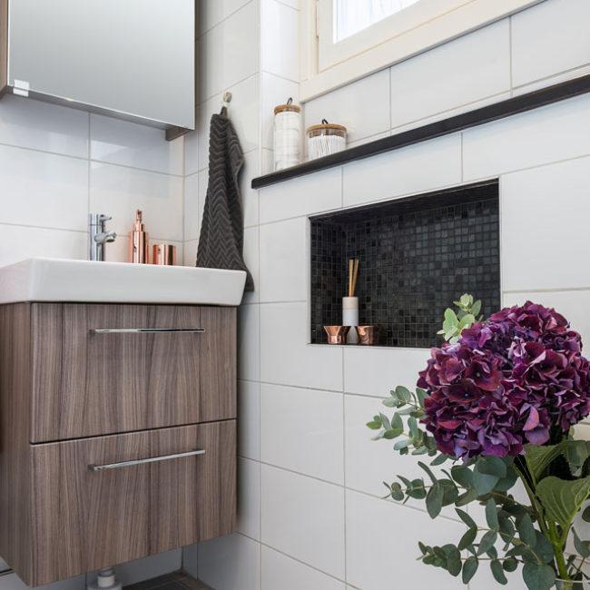 JTS Rörservice renoverar badrum i Nacka – wc med vägghylla