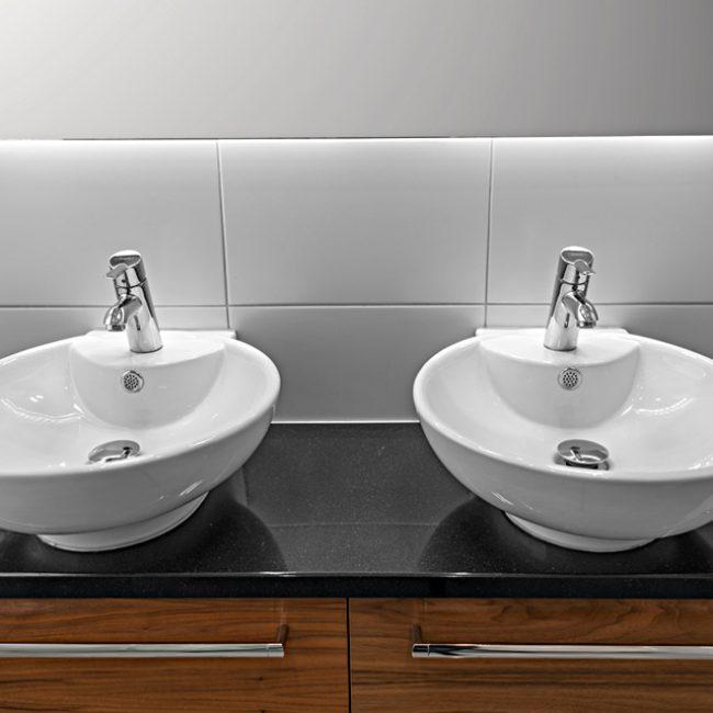 JTS Rörservice renoverar badrum i Nacka – badrum med dubbelt handfat